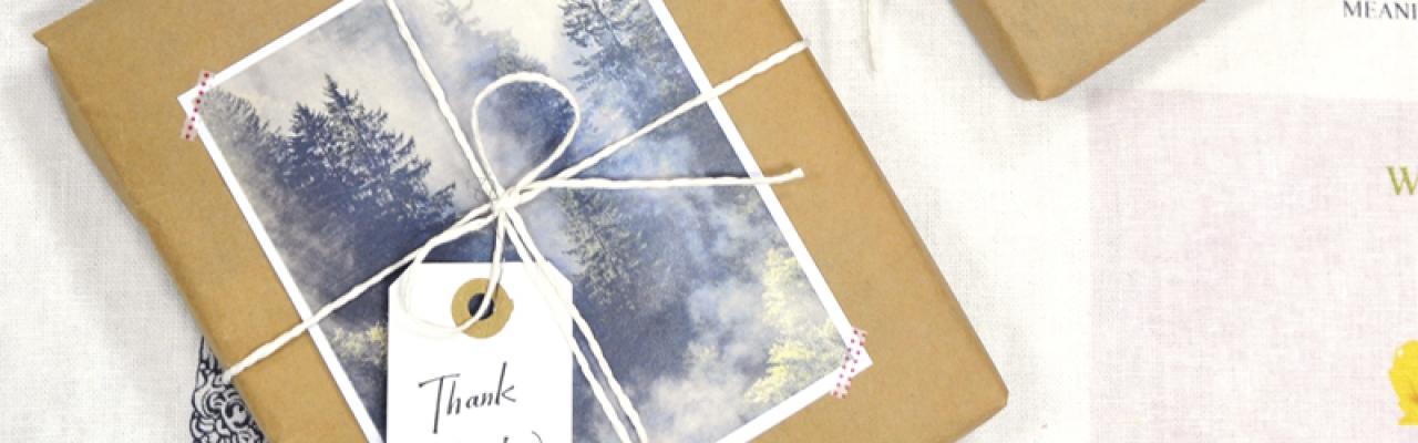 Gói quà phong cách với giấy nâu