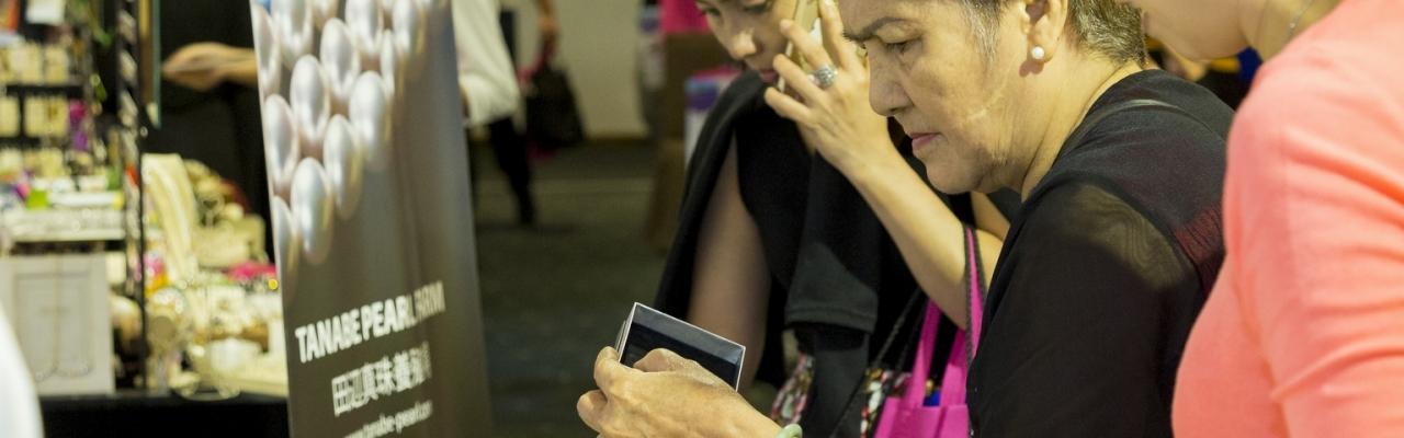 Mua bán hàng xách tay Nhật: Cái giá của sự dễ dàng?