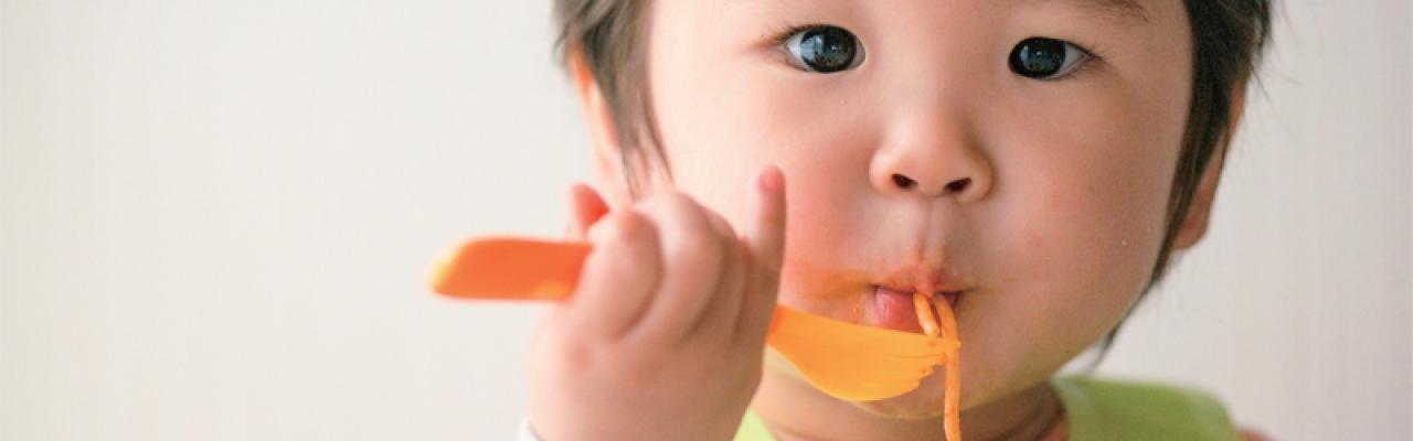 Làm thế nào để con ngồi yên trong bữa ăn?