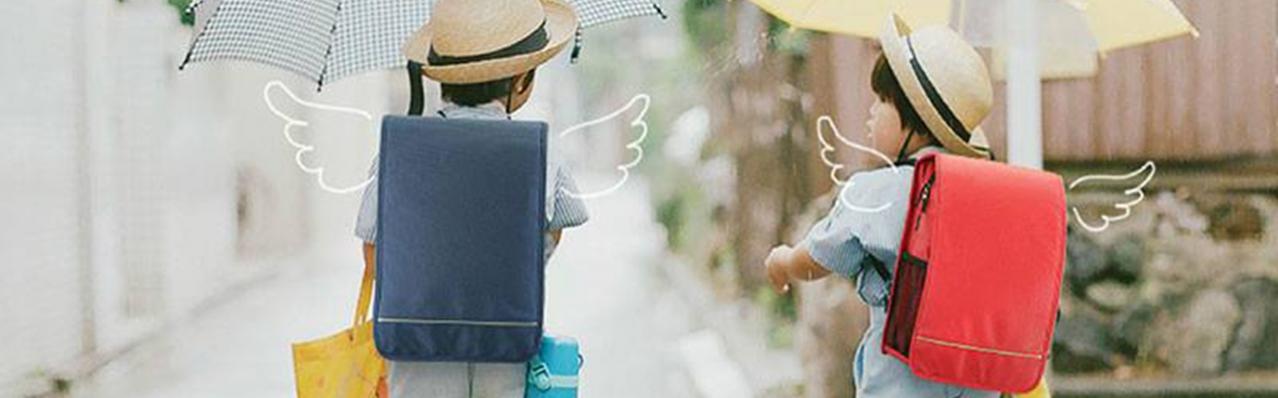 """Cặp chống gù lưng: """"Bạn yêu"""" của mọi học sinh Nhật Bản"""