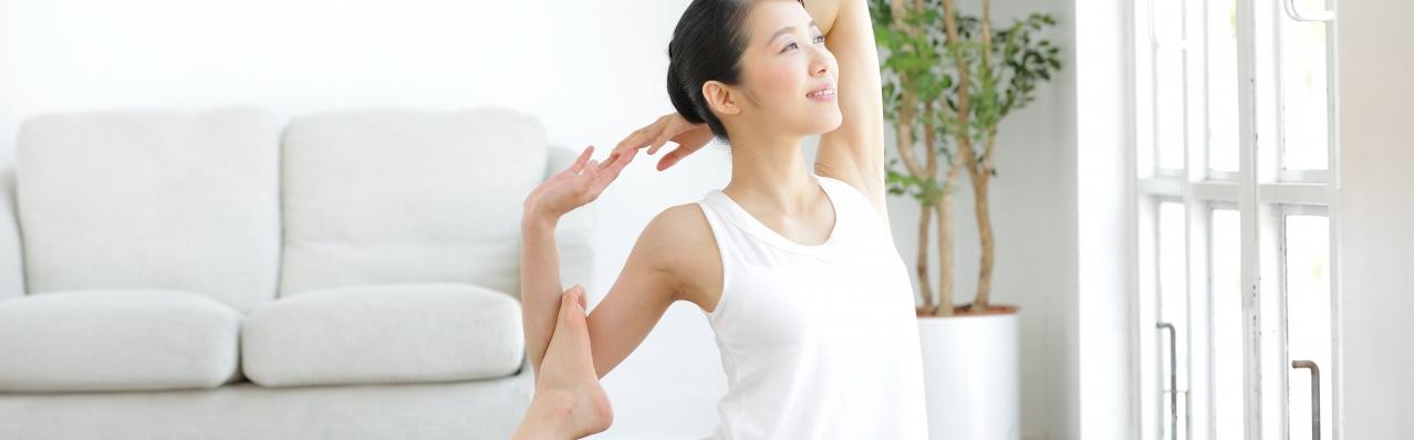 Tập luyện môn Yoga một cách hứng thú