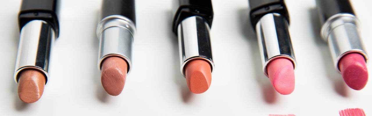 """Son môi """"bền màu, lâu trôi"""" liệu có tốt?"""