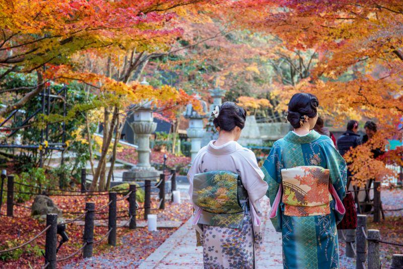 kimono trong mùa thu Nhật Bản