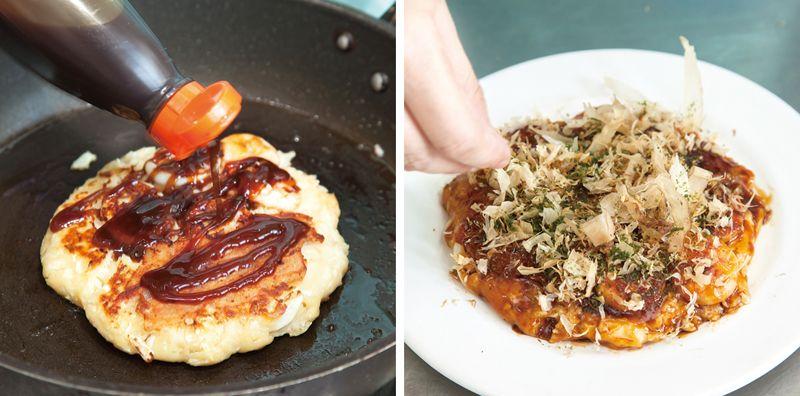 Phết xốt Okonomiyaki, rắc bột rong biển và khô cá bào