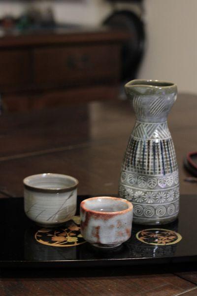 Chai và tách uống Sake truyền thống