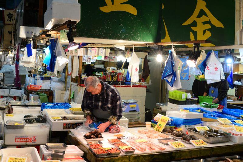 chợ cá Tsukiji Tokyo