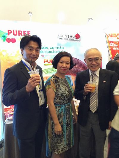 Ông Shintaro Sudo - TGĐ Công ty H.I.S Vietnam cùng bà Lê Vân Mây - TGĐ Lotus Foods