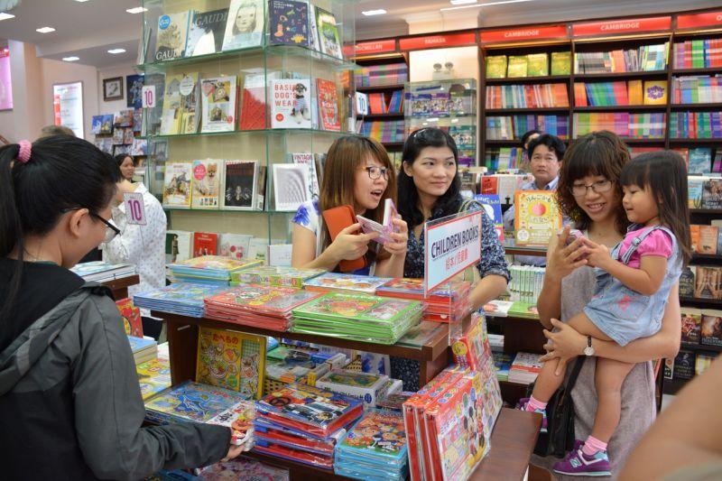 gian hàng sách tiếng Nhật