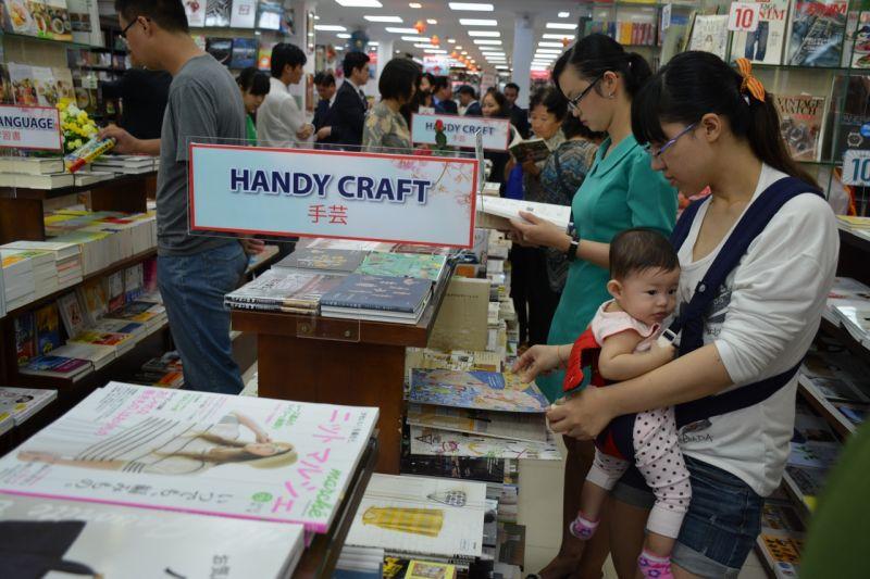 gian hàng sách Nhật Handy Craft