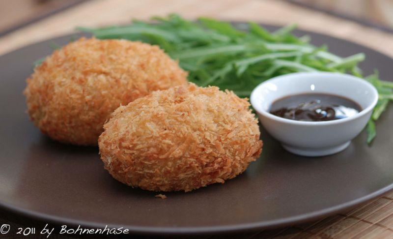 korokke là món bánh khoai tây nhúng bột chiên xù