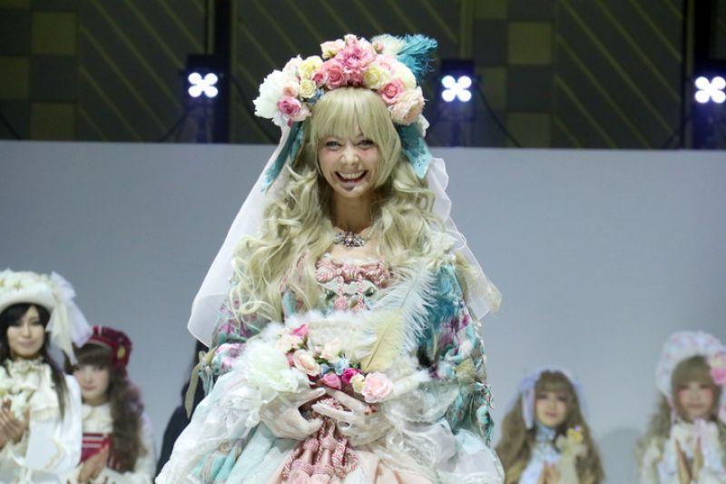 lần đầu tiên Tsuchiya diện trang phục Lolita
