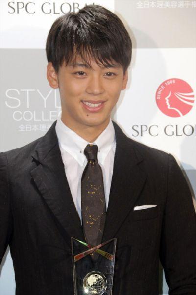 Ryoma Takeuchi được trao giải Best Styling Award 2016