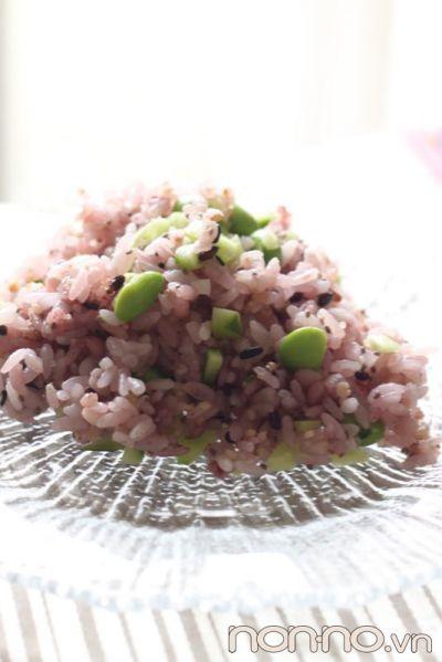 trộn hạt chia vào trong cơm ngũ cốc
