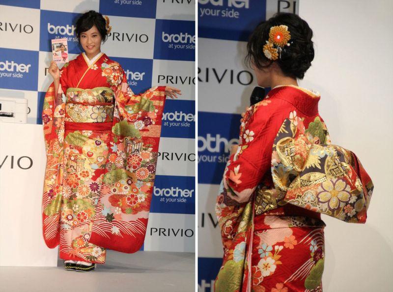 kojima ruriko trong bộ kimono đỏ