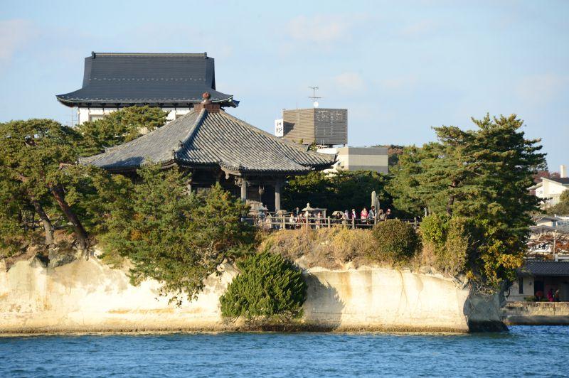 khối đá vôi kì dị vịnh Matsushima