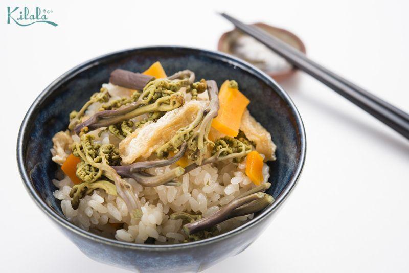 cơm Takikomi rau Warabi