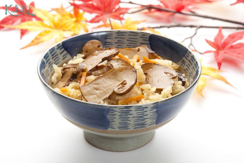 cơm Takikomi nấm Matsutake