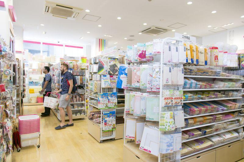 cửa hàng 100 yên