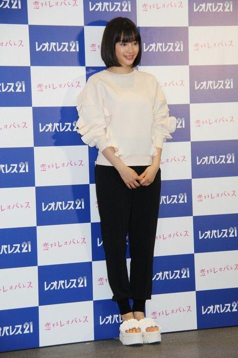 Suzu Hirose diện
