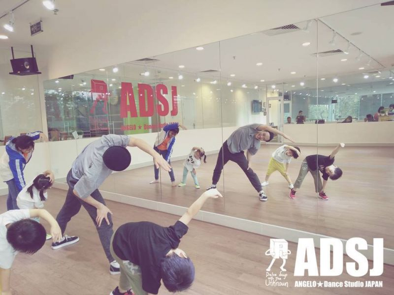 Một lớp học của thầy trò trường dạy nhảy ADSJ