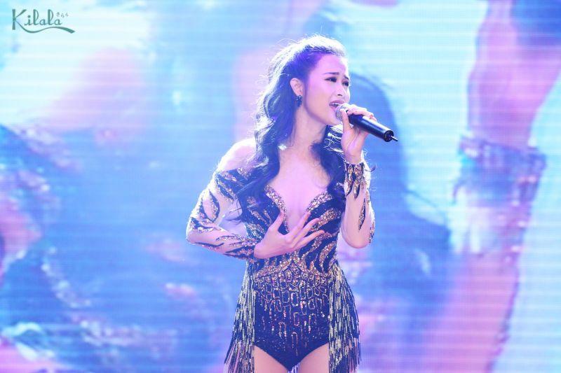Đông Nhi cũng mang đến các màn trình diễn âm nhạc đặc sắc vào cuối ngày đầu của sự kiện
