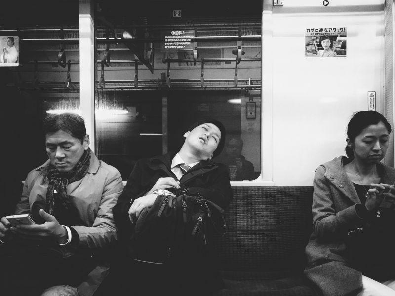 Nhân viên ngủ gật