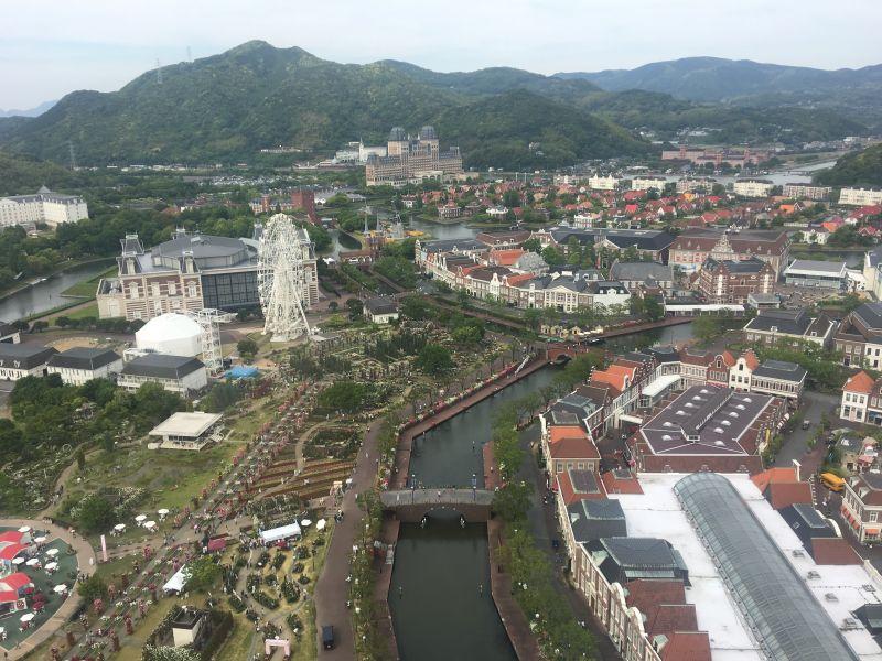 Khung cảnh toàn bộ thị trấn Huis Ten Bosch nhìn từ tòa tháp cao nhất