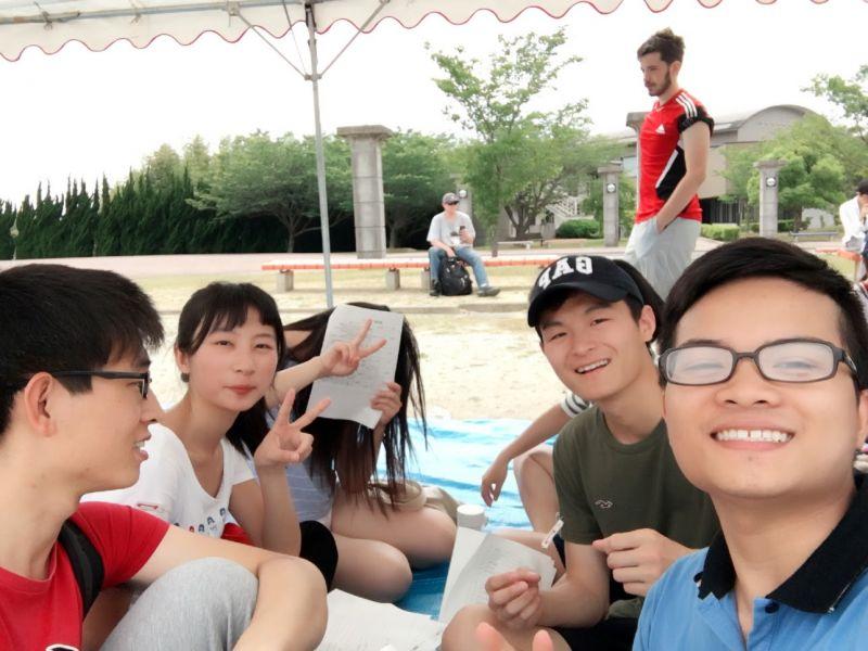Đức Hạnh và bạn bè người Trung Quốc