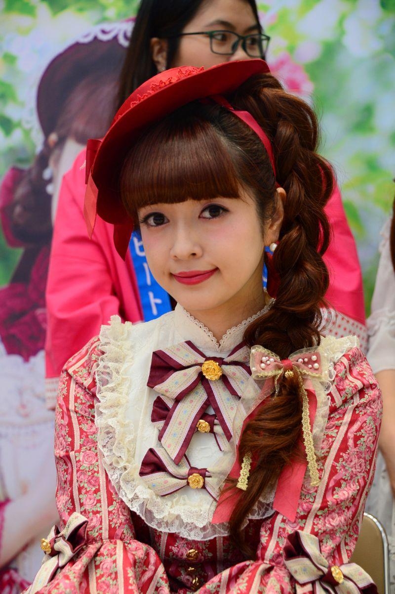 Aoki Misako đại diện phong cách thời trang Lolita