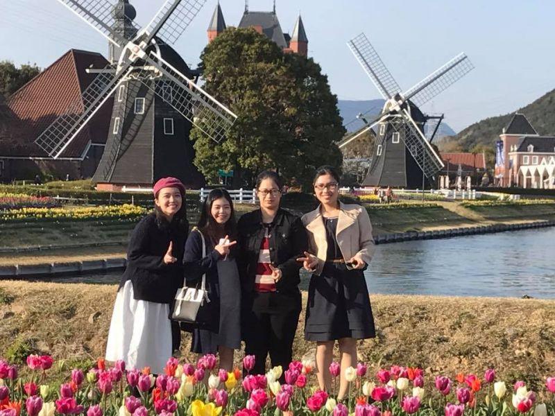 Trang cùng 3 học sinh khác của Nhật ngữ Đông Du