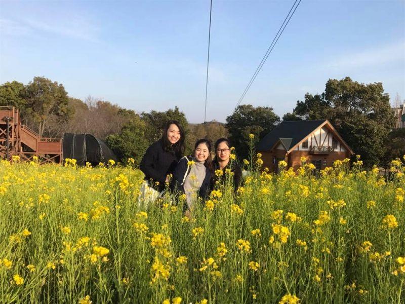 Trang cùng các học sinh của Nhật ngữ Đông Du