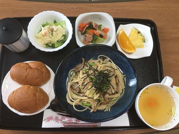 Cơm bệnh viện Nhật Bản