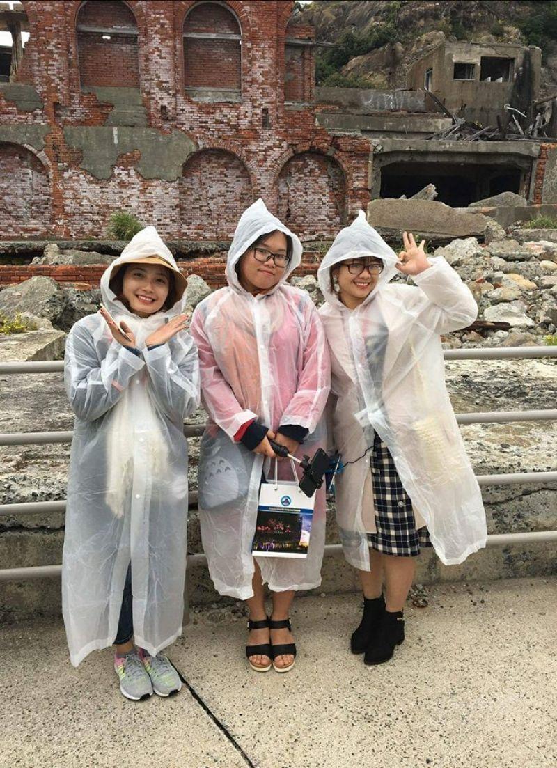 Thùy Linh tham quan Gunkanjima