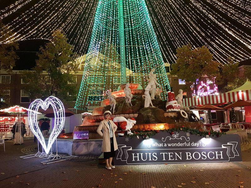 Đêm rực rỡ tại công viên chủ đề Huis Ten Bosch