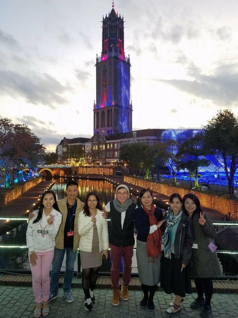 """ekip """"Sắc màu Nhật Bản"""" ghi hình tại Huis Ten Bosch"""