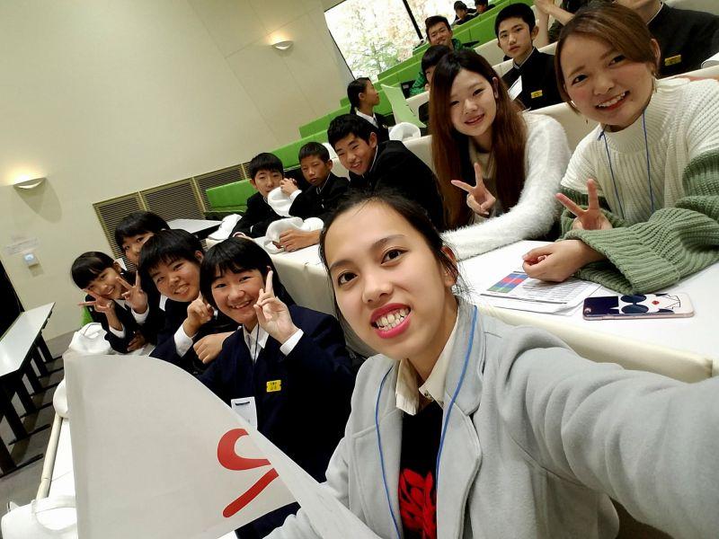 Giao lưu với học sinh cấp 2 trường Kawatana