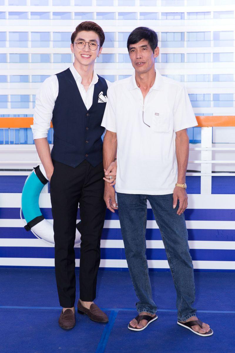 Diễn viên Bình An du lịch cùng bố.