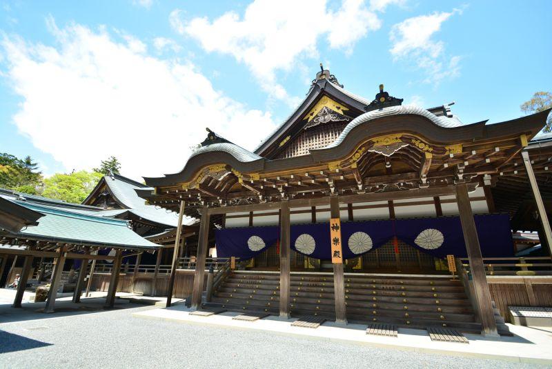 Đền Ise có hai khu đền chính là Naiku và Geku
