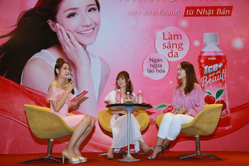 Ribi Sachi và An Phương chia sẻ tại sự kiện