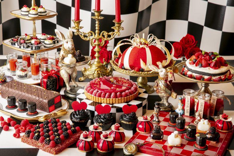 """khách sạn Hilton Tokyo chiêu đãi bánh ngọt Halloween theo chủ đề """"Cuộc phiêu lưu của Alice vào Xứ sở thần tiên"""""""
