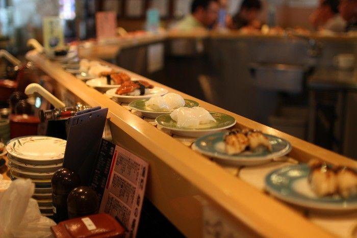 Sushi băng chuyền