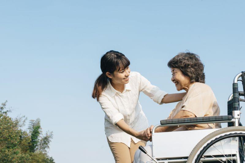 thiếu hụt lao động chăm sóc người già