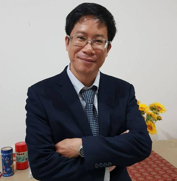 Dịch giả Hoàng Long