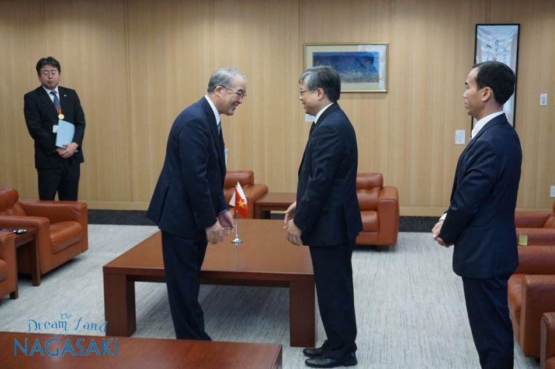 Tổng lãnh sự quán Việt Nam tại Fukuoka ghé thăm Nagasaki