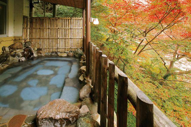 Thư giãn trong dòng suối nước nóng