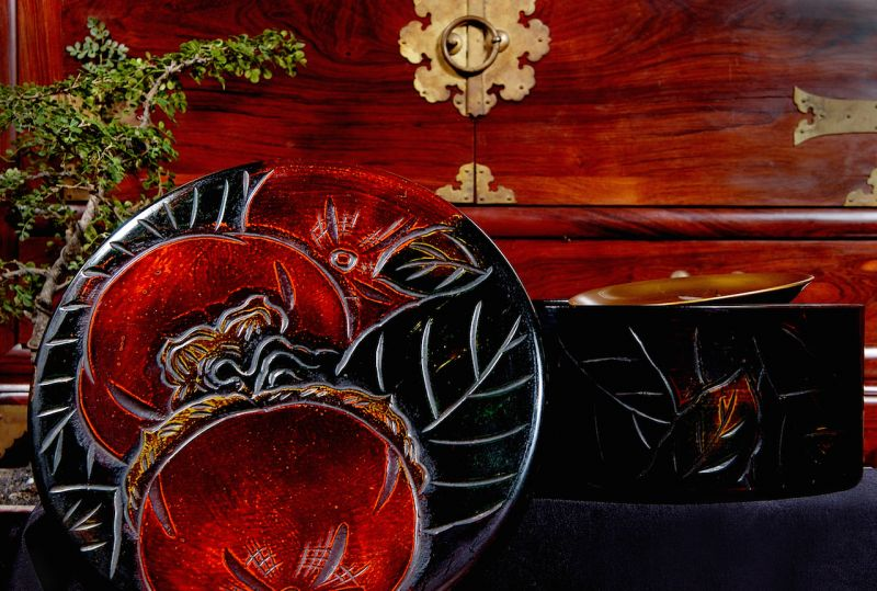 hộp gỗ sơn mài khắc nổi hình quả hồng