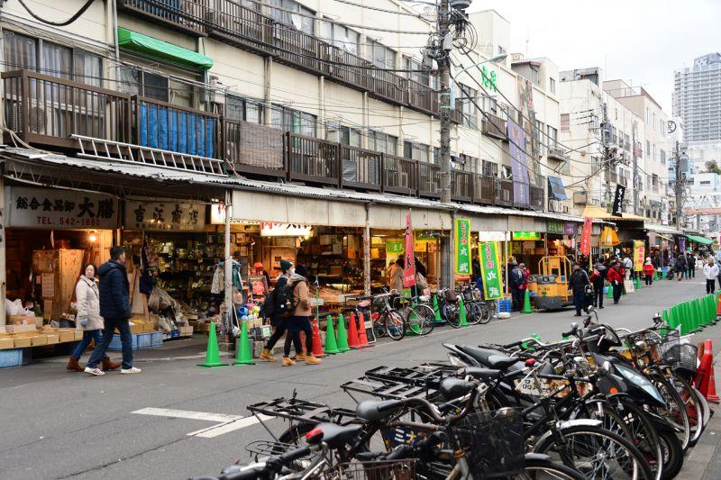 phố mua sắm quanh chợ cá Tsukuji Tokyo