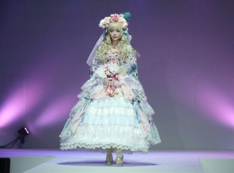 Anna Tsuchiya trong trang phục Lolita