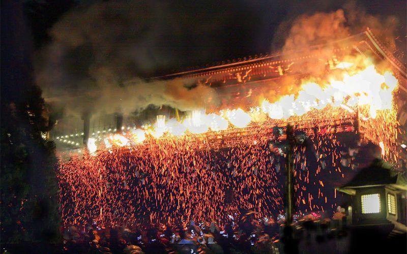 lễ hội tắm lửa Omizutori
