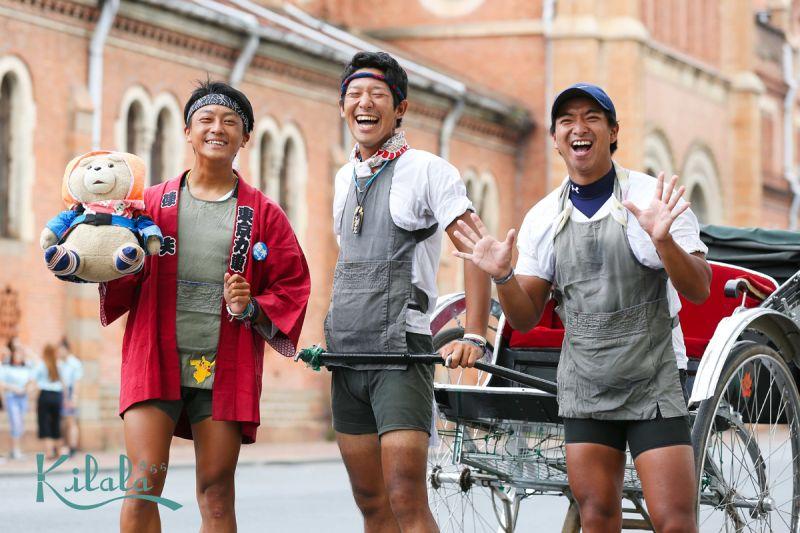 3 phu xe nhật bản vòng quanh thế giới Nhật Bản